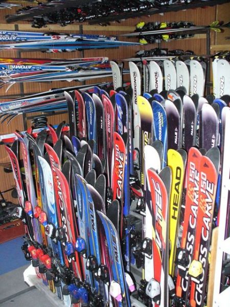 Potřebujete lyže pro své dítě na výcvik nebo si vyzkoušet snowboard nebo  jiný typ lyží  Pak je tu pro Vás naše nabídka. Naši zaměstnanci se Vám  budou velice ... c5a2232d212